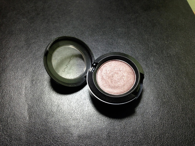 how to depot mac eyeshadow 1